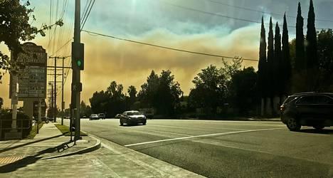 Hilkka Tuulikki Muron kotiseudulla taivas oli värjäytynyt savusta.