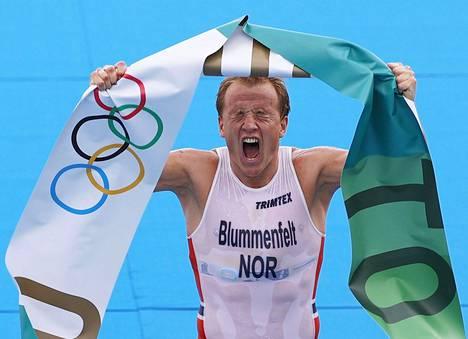Kristian Blummenfelt toi Norjaan olympiakultaa maanantaina triathlonista.