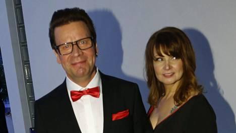 Pate Mustajärvi puolisonsa kanssa Linnan juhlissa vuonna 2013. Tuolloin juhlat järjestettiin Tampere-talolla.