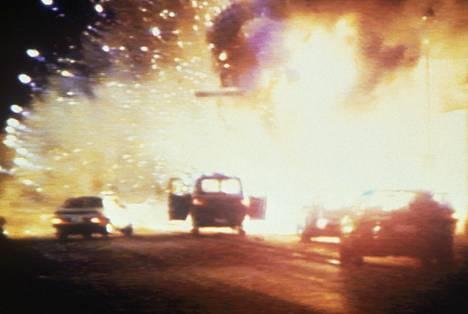 Kaapparin ja yhden panttivangin matkan pää: kaapparin dynamiittipanos räjähtää ja Mikkelin tori muuttuu hetkessä tulimereksi lauantaina aamuyöllä 9.8.1986.