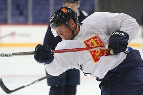 Patrik Laine olisi tullut Leijonien avuksi MM-kisoihin, jos siihen olisi sauma auennut. Kuva Suomen World Cup -joukkueen harjoituksista vuodelta 2016.