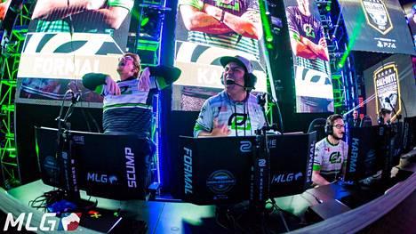"""OpTic Gaming voitti gaalasta neljä palkintoa. Kuvassa OpTicin Call of Duty -joukkue ja toisena vasemmalta tähtipelaaja Matthew """"FormaL"""" Piper."""