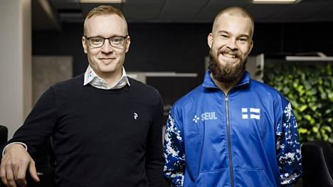 Joonas Kapiainen (vasemmalla) on liiton puheenjohtaja. Vieressä maajoukkueen joukkueenjohtaja Matti Parkkila.
