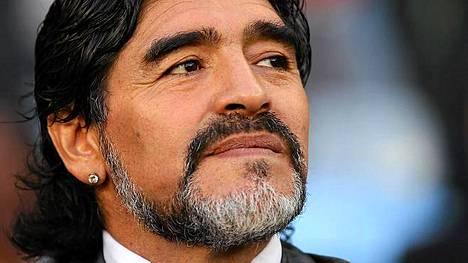 Diego Maradona saattaa ryhtyä valioliigamanageriksi.