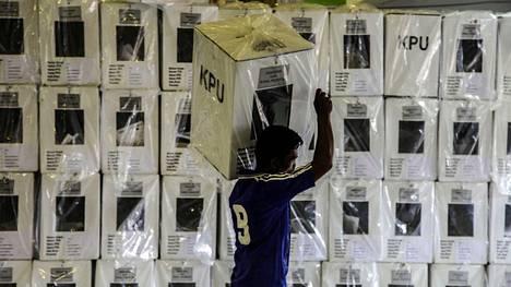 Vaalit ovat valtava ponnistus lukuisille ihmisille Indonesiassa.