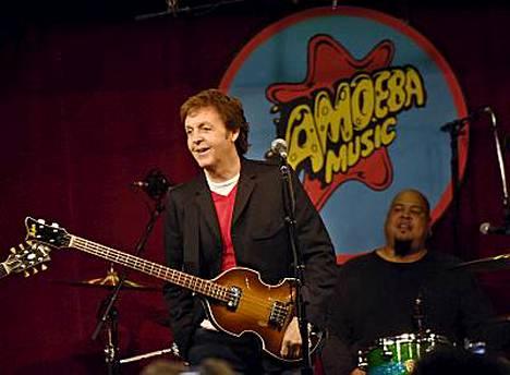Paul McCartney rokkasi Los Angelesissä.