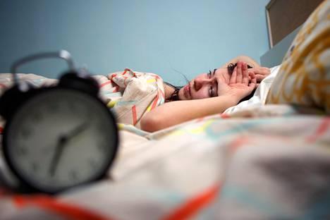Moni onnistuu nukkumaan univelkansa pois vasta lomalla.