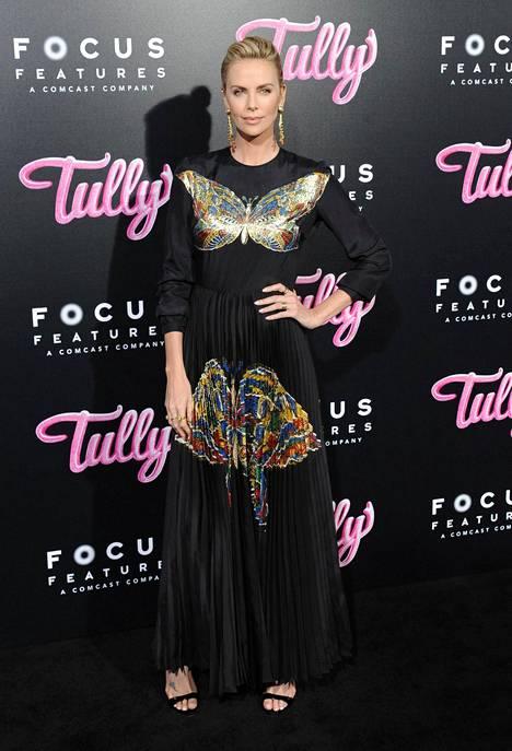 Tältä Theron näytti Tully-elokuvan ennakkonäytöksessä Los Angelesissa tällä viikolla.