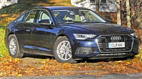 Uuden A6:n muotoilu on merkin perinteiden mukaisesti vähäeleistä. Sedan sopii kuitenkin edustustöihin luontevasti.