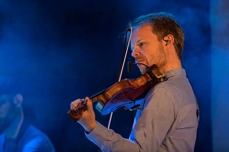 Kuusiston ura viulistina alkoi 1990-luvulla, ja hän on menestynyt useissa kansainvälisissä kilpailuissa.