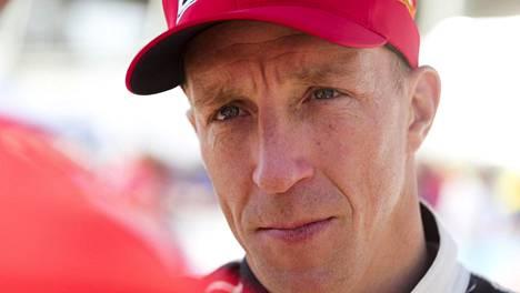 """Video: Tommi Mäkisen tallin WRC-kuski pyysi julkisesti anteeksi puheitaan """"likaisesta taktiikasta"""""""