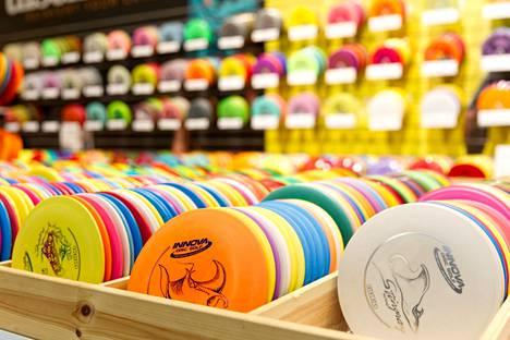 Nykyisin Meresmaa myy ja valmistaa frisbeegolf-välineitä.