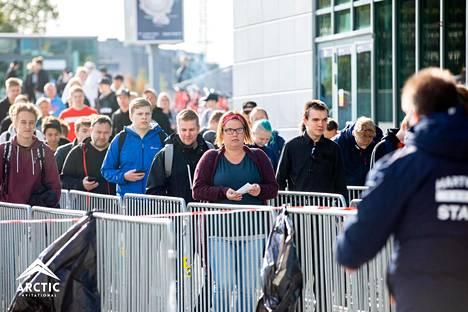 Areenaan odotettiin tammikuussa 10000 kävijää. Torstaina ennuste oli 5000-6000 paikkeilla.