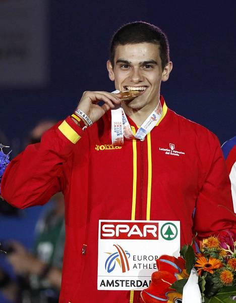 Bruno Hortelano voitti Amsterdamin EM-kisoissa kultaa 200 metrillä, kun voittoa ensin juhlinut Churandy Martina hylättiin ratarikon vuoksi.
