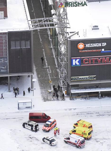 Kauppakeskus Selloa eristettiin ampumavälikohtauksen takia uudenvuodenaattona vuonna 2009. Myös osa Leppävaaran juna-asemasta suljettiin.