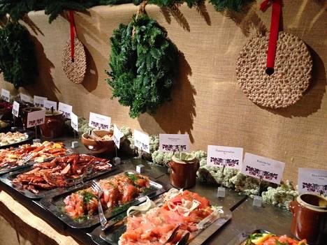 Ruotsalaisessa joulupöydässä on runsaasti kalaa.