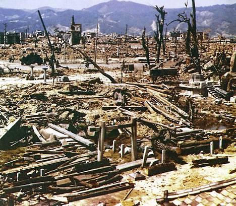 Hiroshimaan pudotettu pommi tuhosi noin 90 prosenttia kaupungista ja sen on kerrottu tappaneen heti räjähdettyään noin 75 000 ihmistä.