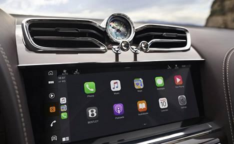 Bentaygassa on nyt ensimmäistä kertaa vakiona langallisen järjestelmän lisäksi myös langaton Apple CarPlay Android Auton tapaan.