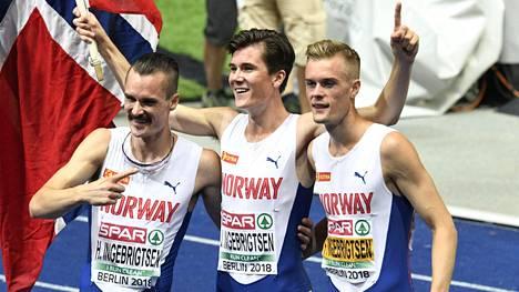 Jakob Ingebrigtsen (kesk.) voitti EM-kultaa 1500 metrillä. Henrik (vas.) oli neljäs, ja Filip (oik.) 12:s.