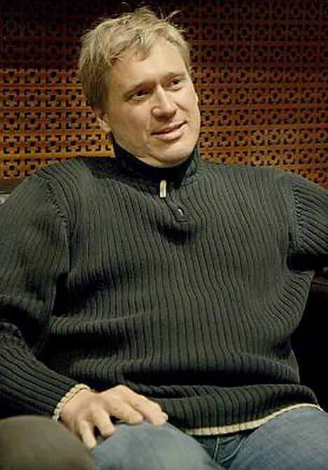 Samuli Edelmann tuo Matti Röngän dekkarihahmon Viktor Kärpän tv-ruutuun.