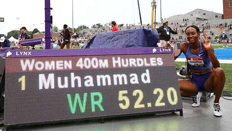 Dalilah Muhamad pinkoi naisten aidatun ratakierroksen maailmanennätyksen uusiksi.