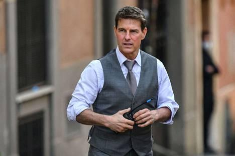 Tom Cruise elokuvan kuvauksissa tarkalleen vuosi sitten.