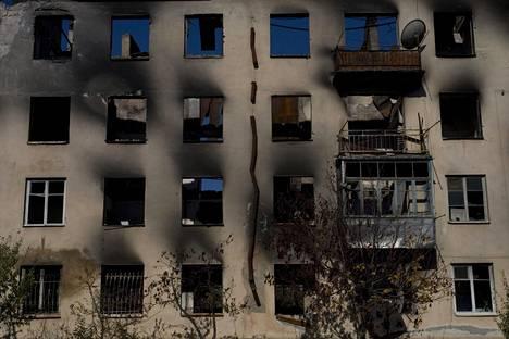 Kerrostalo tuhoutui Etelä-Ossetian Tshinvalissa vuoden 2008 elokuun sodassa.