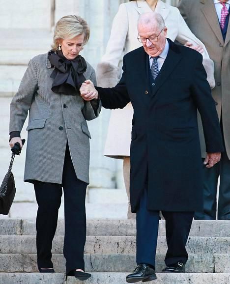 Belgian entinen kuningas Albert II tyttärensä, prinsessa Astridin kanssa.