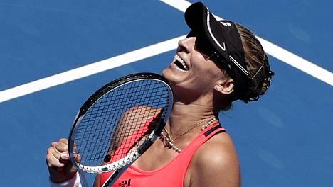 Mirjana Lucic-Baroni riemuitsi hyvästä pelistään.