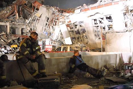 Pelastustöissä sai surmansa satoja poliiseja ja pelastajia.
