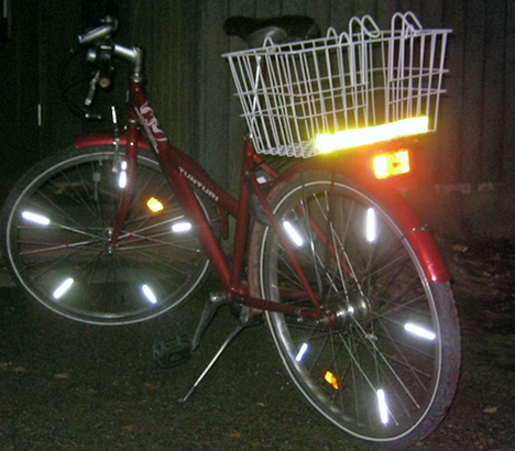 """7-vaihteinen naisten citypyörä on nettilöytö: 50 €. """"Kesäisin poljen sillä läheisille lammille naku-uinneille kuin myös yleisille uimarannoille nakuilematta"""", Mikko kirjoitti pyörästään."""