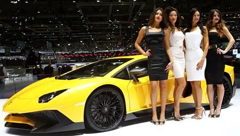 Lamborghinin uutuus on Aventador LP 750-4 Superveloce. Mallinimi kertoo paljon, sillä 750 tarkoittaa hevosvoimamäärää, joka on italialaismerkin kaikkien aikojen suurin. Numero 4 tulee nelivedosta, ja Superveloce on italiaa ja sen voisi kääntää supernopeaksi. Huippuja yli 350 km/h.