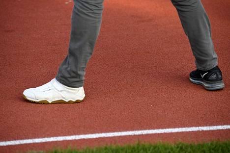 Thomas Röhler laittoi toiseen jalkaansa piikkarin ja otti sillä tuntumaa radan pintaan.