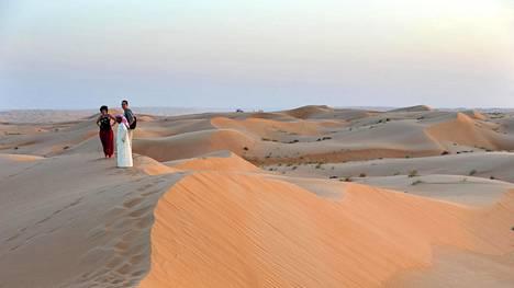 Sharqiya Sandsin aavikkoa kutsutaan myös Wahiba Sandsiksi. Siellä on huikean kaunista auringonlaskun aikaan ja yöllä: tähtitaivas on uskomaton.