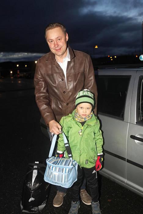 Marko Pitkäsen 5-vuotias Erik-poika oli eväspäivästä innoissaan.