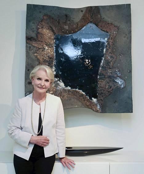 Marjatta Sarpaneva kertoo elämästään taiteilijamiehensä rinnalla Arto Nybergin haastattelussa.