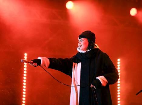 Myös Vesta laulatti kansaa uuden vuoden juhlinnassa.