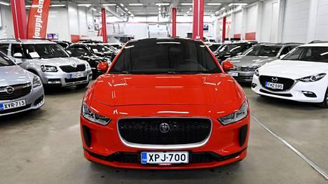 Jaguar I-Pace EV 400 AWD täyssähköauto ja hybridejä myynnissä autoliikkeessä Espoossa.
