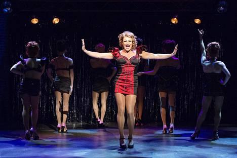 Lauri Mikkola löi itsensä läpi Helsingin kaupunginteatterin Kinky Boots -musikaalissa draq gueen Lolana.