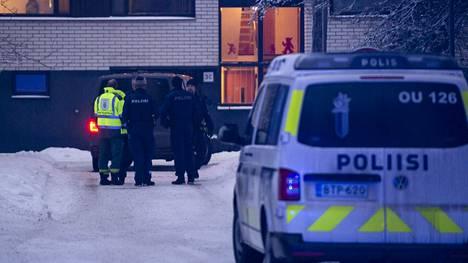 Paikalla oli useita poliisin yksiköitä.