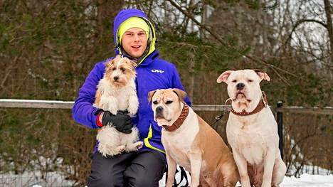 Ex-tangokuningas Aki Samuli järjestää jokaiselle koiralleen oman loman pari kertaa vuodessa