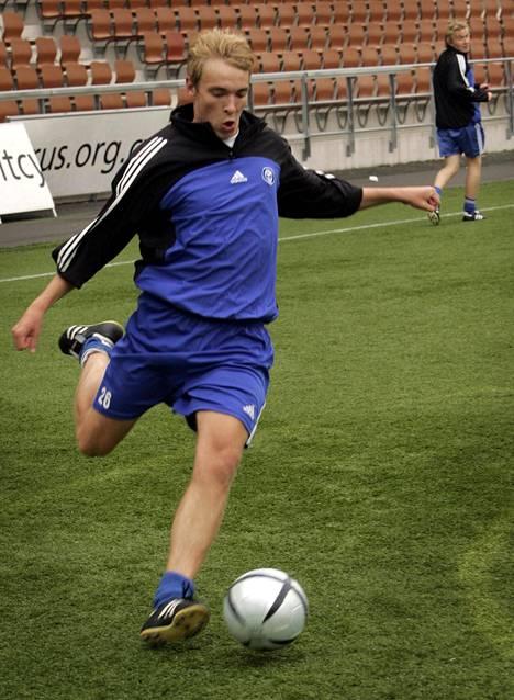 Nuori Jussi Vasara HJK:n harjoituksissa vuonna 2005.