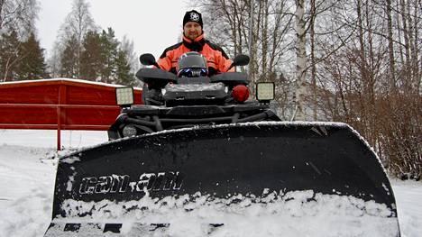 Jarkko Nyholmin lakkopäivä kuluu maanantaina perheen kanssa ja muun muassa lumenaurauksessa.