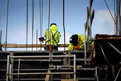Rakennusalalla erityisesti työnjohtajille on tarvetta.