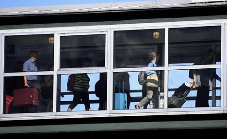 Suomalaiset ovat jälleen innostuneet risteilemään koronarajoitusten höllennyttyä. Yksittäisillä matkustajilla on todettu myöhemmin koronatartuntoja. Kuvituskuva.