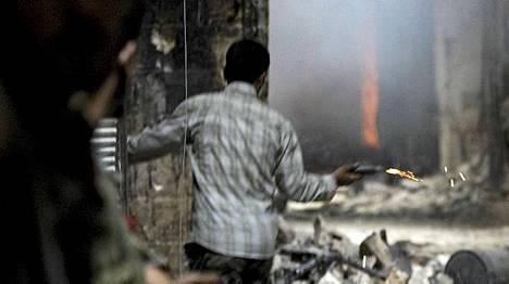 Kapinallisia Aleppon kujilla.
