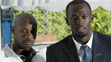 Asafa Powell (vas.) ja Usain Bolt kohtaavat illalla radalla. Keskiviikkona kaksikko heitti vielä leppoisaa läppää median edessä.