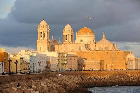 Cádiz on vanha ja charmikas merenrantakaupunki.
