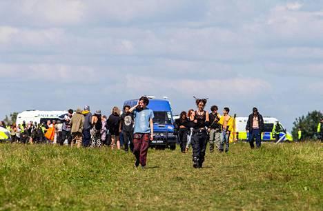 Juhlijat poistuivat pellolta sunnuntaina.