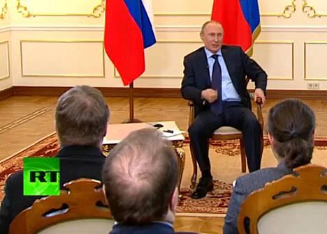 Vladimir Putinin tiedotustilaisuus lähetettiin suorana RT.com-kanavalla.
